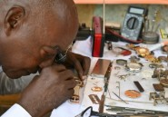 """A Abidjan, le """"dernier horloger public"""" refuse de prendre sa retraite"""