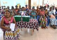 En Côte d'Ivoire, grâce aux femmes, des enfants désertent les plantations de cacao pour l'école