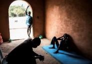 Au Sénégal, des enfants des rues cherchent