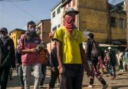 """Madagascar: la hausse des cas de Covid-19 sème le doute sur la tisane """"miracle"""""""