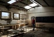 Un instituteur sénégalais mobilise les réseaux sociaux pour réparer lui-même des classes