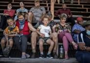 Tensions raciales en Afrique du Sud: une petite ville agricole prie