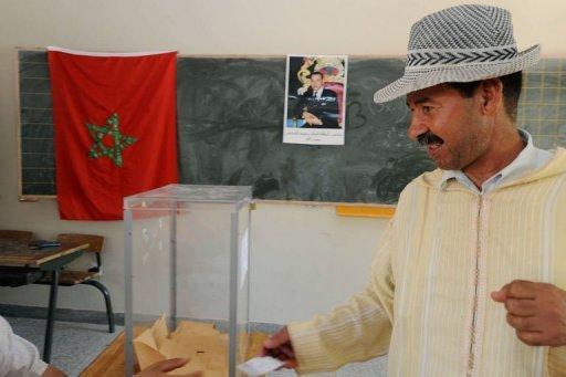 Un Berbère marocain vote à Khemisset, à 80 km à l'est de Rabat, le 1er juillet 2011 AFP Abdelhak Senna