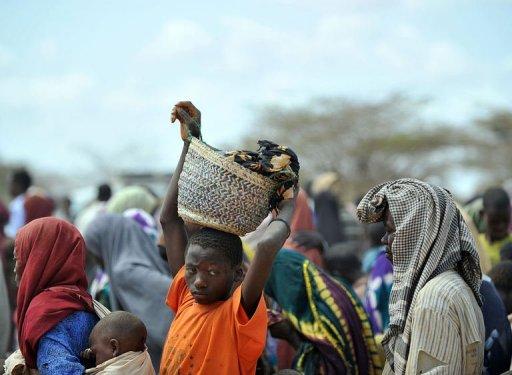 Des réfugiés somaliens arrivent au camp de Dadaab, le 23 juillet 2011 au Kenya AFP Tony Karumba