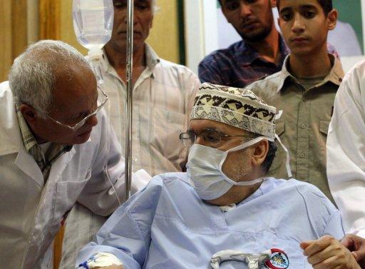 Abdelbaset al-Megrahi entouré de médecins le 9 septembre 2009 à Tripoli AFP/Archives Mahmud Turkia