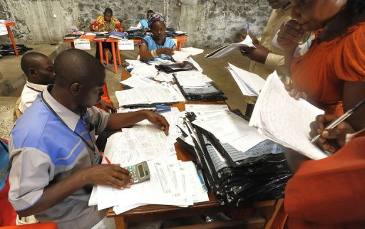 Des agents de la Céni à Goma le 2 décembre 2011 AFP Simon Maina