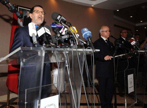 Les ministres des Affaires étrangères marocain Saad Eddine Othmani (g) et algérien Mourad Medelci (d) lors d'une conférence de presse le 23 janvier 2012 à Alger AFP Farouk Batiche