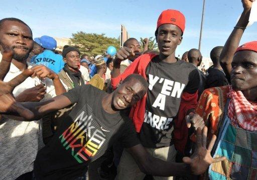 Des Sénégalais manifestent le 27 janvier 2012 à Dakar contre la candidature d'Abdoulaye Wade à la présidentielle. AFP Seyllou