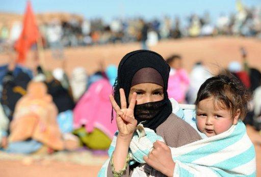 Une jeune femme et un nourisson le 2 mars 2012 dans le sud du Maroc AFP Abdelhak Senna