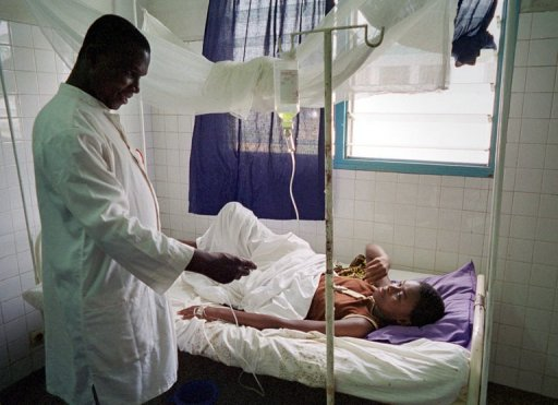 Une jeune malade atteinte de paludisme en Côte d'Ivoire AFP/Archives Issouf Sanogo