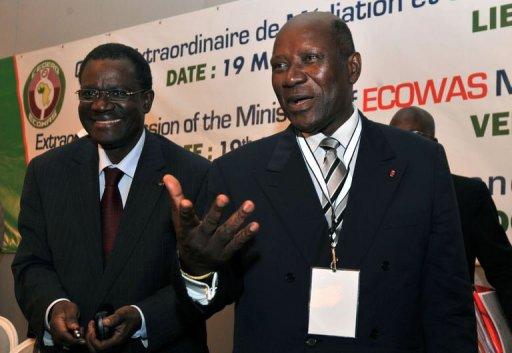 Le ministre ivoirien des Affaires étrangères Daniel Kablan Duncan (D) et le président de la Cédéao Kadre Desire Ouedraogo le 19 mai 2012 à Abidjan AFP Issouf Sanogo