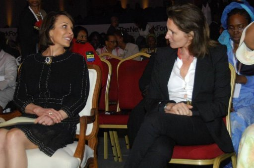 La Première dame du Gabon Sylvia Bongo Ondimba (g) et l'ancienne Première dame française Cécilia Attias lors du forum Dialogue for Action à Libreville, le 11 juin 2012 AFP Wilfried Mbinah