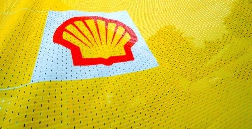 Le logo Shell sur un drapeau AFP/Archives Adrian Dennis