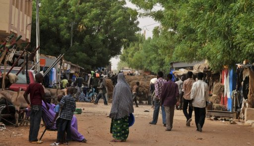 Des habitants dans une rue de Gao, dans le nord du Mali, e 17 juillet 2012 AFP/Archives Issouf Sanogo