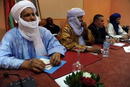 Des membres d'Ansar Dine et du MNLA réunis à Alger le 21 décembre 2012 AFP Farouk Batiche