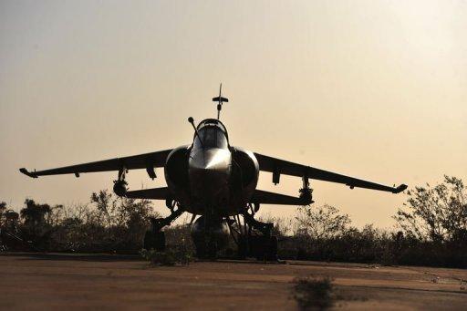 Un Mirage F1 de l'armée française sur la base 101 près de Bamako le 14 janvier 2013 AFP Issouf Sanogo