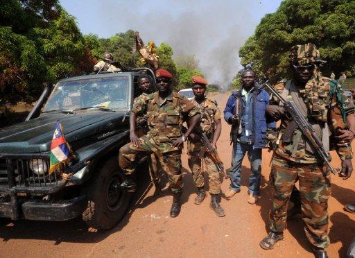 Des rebelles de la Sékéla, le 10 janvier 2013 près de Damara, en Centrafrique AFP/Archives Sia Kambou