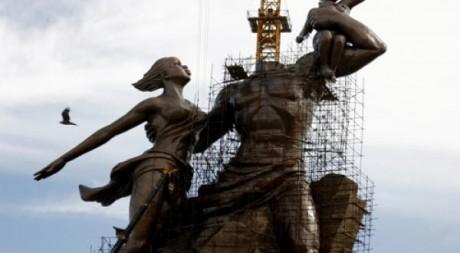 Statue de la Renaissance africaine, quasi achevée, en août 2009. REUTERS/Finbarr O'Reilly