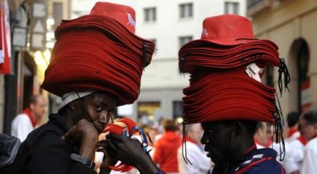 Vendeurs de rue sénégalais en Espagne, juillet 2009. REUTERS / Vincent West