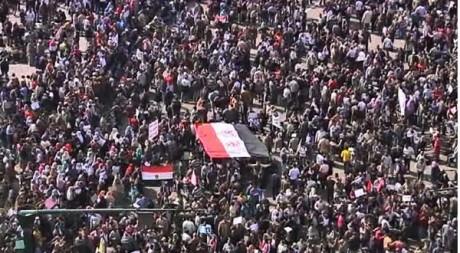 Place Tahrir, le 1er février, capture vidéo. REUTERS/Reuters TV