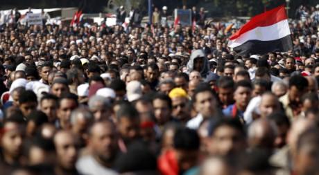 Des manifestants anti-Moubarak prient place Tahrir, au Caire, le 11 février 2011. REUTERS/Dylan Martinez