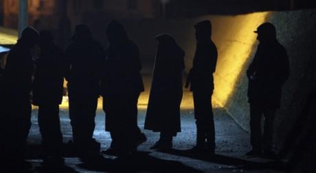 Des immigrants clandestins d'Afrique du Nord arrivent sur l'île de Lampedusa, le 13 février 2011. REUTERS/Antonio Parrinello