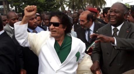Laurent Gbagbo et Mouammar Kadhafi à Abidjan, Côte d'Ivoire, le 27 juin 2007. REUTERS/Thierry Gouegnon