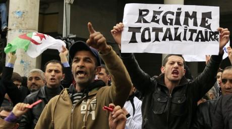 Une manifestation à Alger. Reuters/Zohra Bensemra