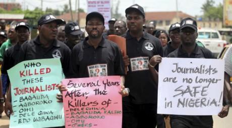 Des journalistes défilent à l'occasion de la Journée Mondiale de la liberté de la presse, 3 mai 2010, Nigeria. REUTERS/Akinleye