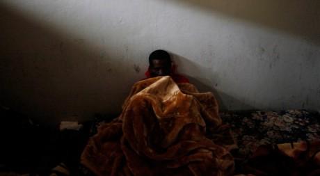 Un présumé mercenaire africain au palais de justice de Benghazi, le 25 février 2011. Reuters/Suhaib Salem