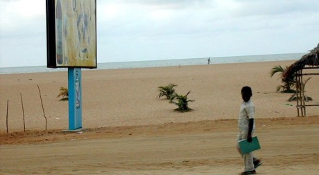 Walking beach boy along the Cotonou Benin coast 2006, by nlnnet via Flickr CC