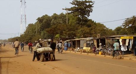 Au centre-ville de Koudougou by Jycé75 via Wikimedia Commons.