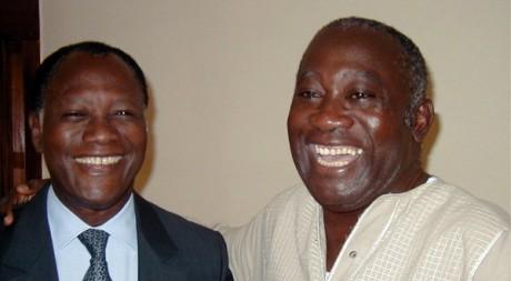 Alassane Ouattara et Laurent Gbagbo à Abidjan, le 20 octobre 2000. REUTERS/STR New