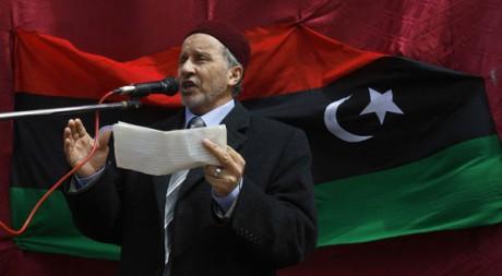 Moustafa Abdel Jalil, président du Conseil national de transition, s'adresse aux rebelles le 4 mars. Reuters/Asmaa Waguih