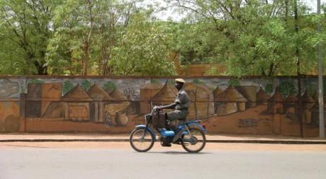 Ouagadougou, militaire à mobylette by c.hug via Flickr CC