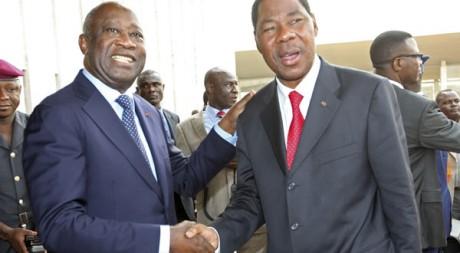 Le président ivoirien Laurent Gbagbo accueille son homologue béninois Boni Yayi à Abidjan le 3 janvier 2011. Reuters/Luc Gnago