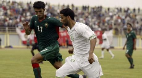 Amour (Algérie) et Mohamed (Maroc) lors du match aller de la CAN, le 3 mai 2008, à Alger. REUTERS/Louafi Larbi