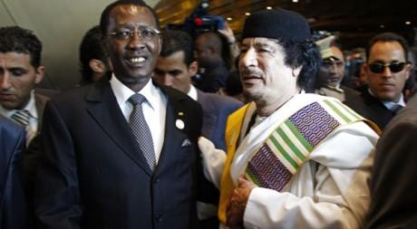 Le Tchadien Idriss Déby et le Libyen Mouammar Kadhafi àTripoli en novembre 2010. Reuters/François Lenoir