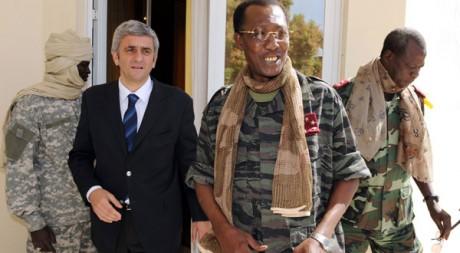 Idriss Déby recevant le ministre français de la Défense Hervé Morin, en février 2008. Reuters/Pascal Guyot