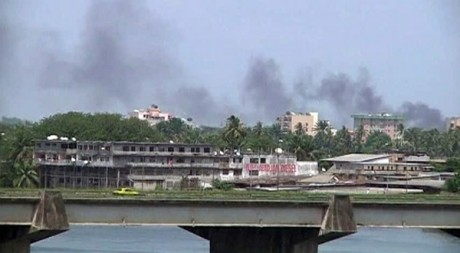 Centre-ville d'Abidjan, Côte d'Ivoire, le 31 mars 2011. REUTERS/Reuters TV