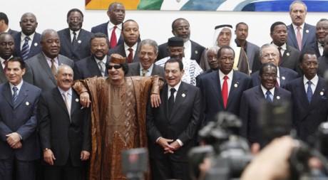 Moummar Kadhafi au deuxième sommet franco-arabe à Syrte, le 10 octobre 2010. REUTERS/Asmaa Waguih