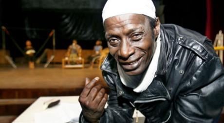 Sidiki Bakaba en pleine répétition avec des acteurs ivoiriens by max donlald via Flickr CC