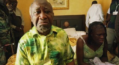 Laurent et Simone Gbagbo sous bonne garde lundi 11 avril à l'hôtel du Golf d'Abidjan. Reuters