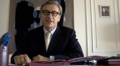 Jean-Christophe Rufin, dans son bureau d'ambassadeur de France au Sénégal, 2008. REUTERS/Normand Blouin