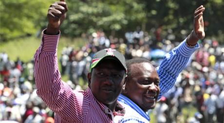 Uhuru Kenyatta et William Ruto soutenus par leurs partisans à leur retour de La Haye le 11 avril. Reuters/Thomas Mukoya