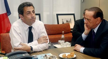 Nicolas Sarkozy et Silvio Berlusconi lors d'un sommet européen à Bruxelles. REUTERS/POOL New