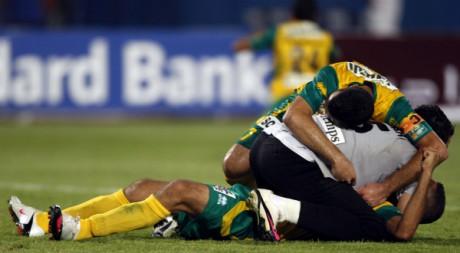 Le JS Kabylie célèbre sa victoire contre les Egyptiens d'Al Ahly, le 29 août 2010 au Caire, en Egypte. REUTERS/Amr Dalsh