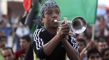 Un enfant dans un rassemblement anti-Kadhafi à Benghazi le 6 mai. REUTERS/Mohammed Salem