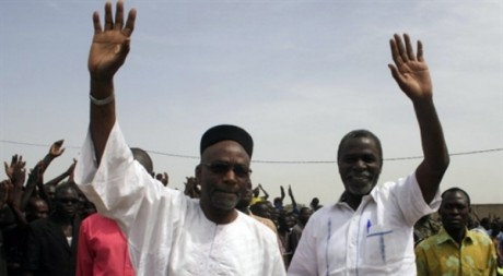 Saleh Kebzabo et  Ngarlejy Yorongar à Ndjamena au Tchad, le 23 avril 2011. AFP/Gaël Cogne