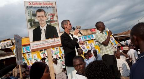 Ian Clarke lors d'un meeting de campagne le 24 février 2011, à Kampala, Ouganda. REUTERS/STR New